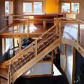 Aménagement intérieur bureau escalier parquet en pin massif